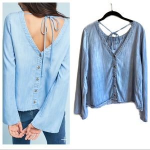 Cloth & Stone blue chambray button back blouse